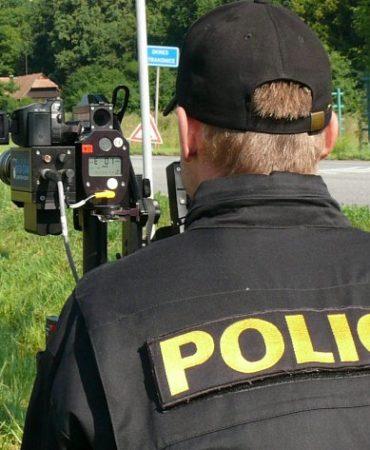 policie-straznik-policista-radar-kontrola-rychlost-110712_denik-630